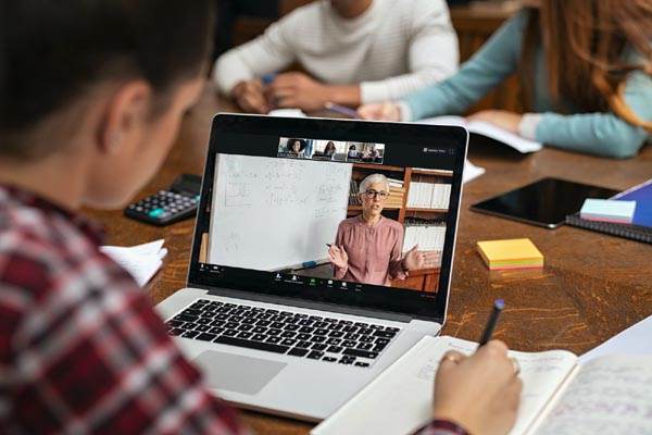 What is Distance Learning and it's Benefits?